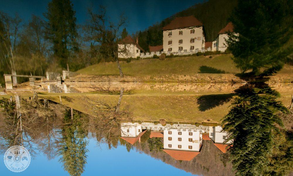 Grad Strmol odsevan v ribniku