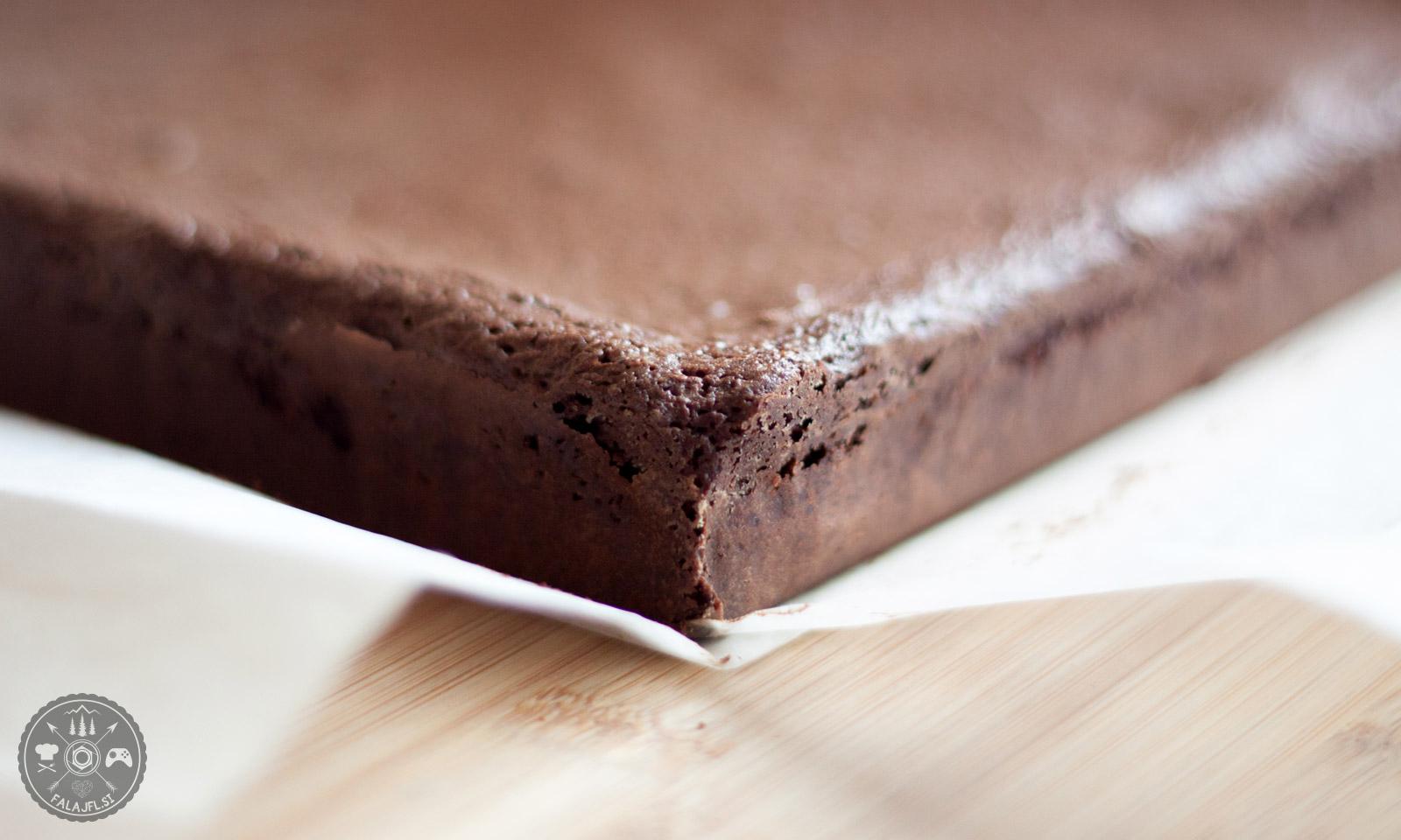 Pečen čokoladni brownie z vinom