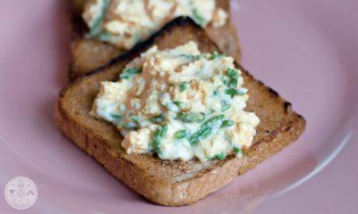 umešana jajca, divji šparglji, zajtrk, recept