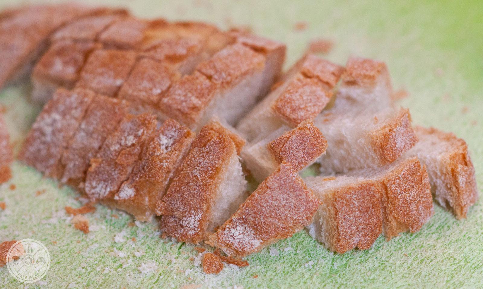 kruh, ocvrtki, polpete, priloga