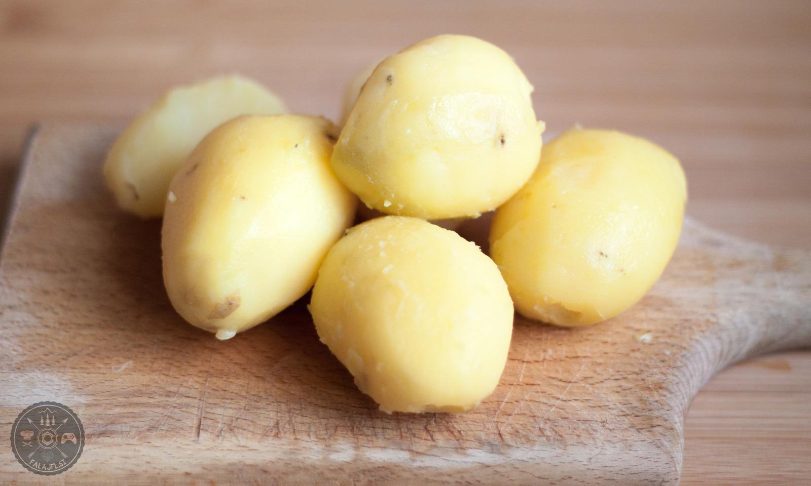 Olupljen kuhan krompir